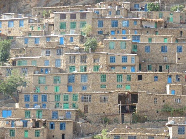 آپارتمان های روستايی بدون ملات در اورامانات تخت کُردستان + تصاویر